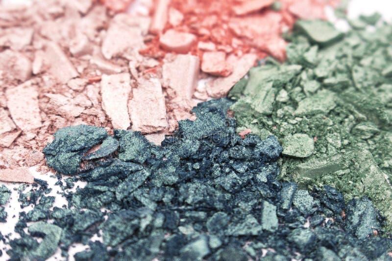 Textura colorida de la sombra de ojos del polvo en el fondo blanco imagen de archivo libre de regalías