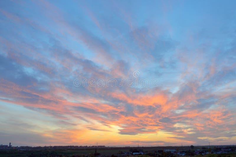 Textura colorida do céu no por do sol foto de stock