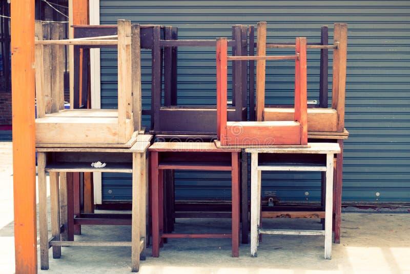 Textura criativa e teste padrão da cor pastel de madeira da cadeira do vintage fotos de stock