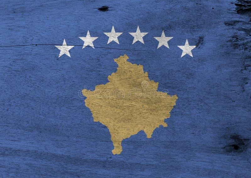A textura da bandeira de Kosovo do Grunge, um campo azul carregado com um mapa de Kosovo no ouro, superou por um arco de seis est ilustração royalty free