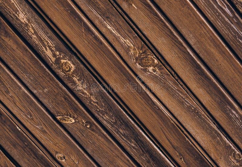 Textura da cerca de madeira velha com placas enviesadas foto de stock royalty free