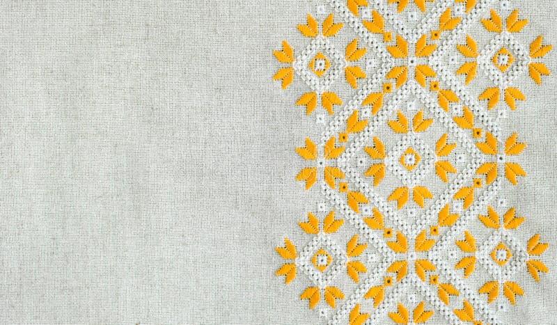 Textura da matéria têxtil de linho homespun do vintage com bordado Projeto do teste padrão étnico Bordado do ofício foto de stock royalty free