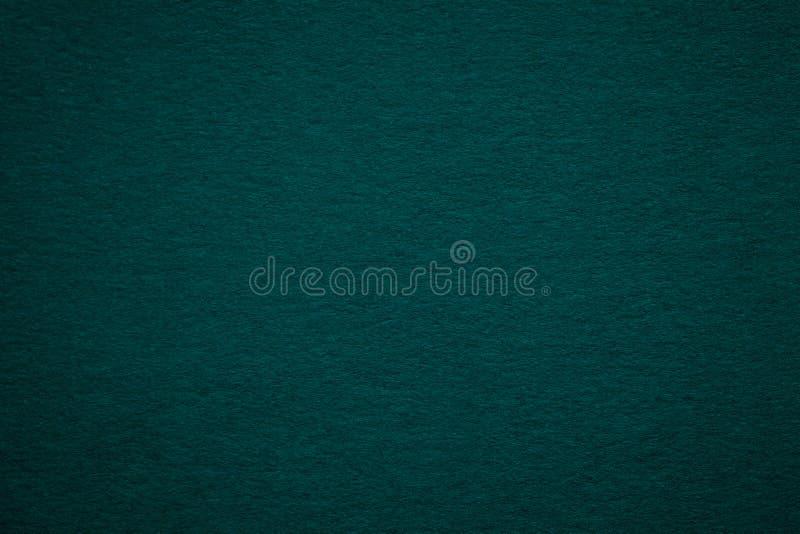 Textura da obscuridade velha - fundo do papel verde, close up Estrutura do cartão azulado profundo denso fotos de stock royalty free