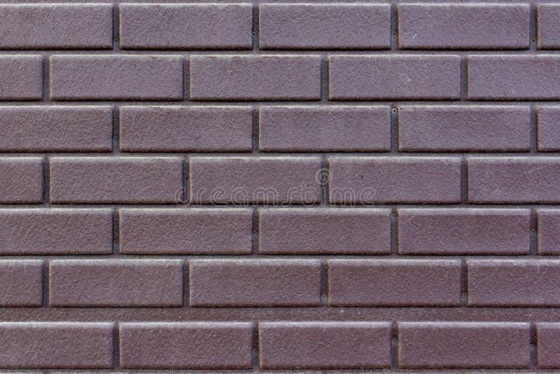 Textura da parede de tijolo velha com pintura marrom gasta foto de stock