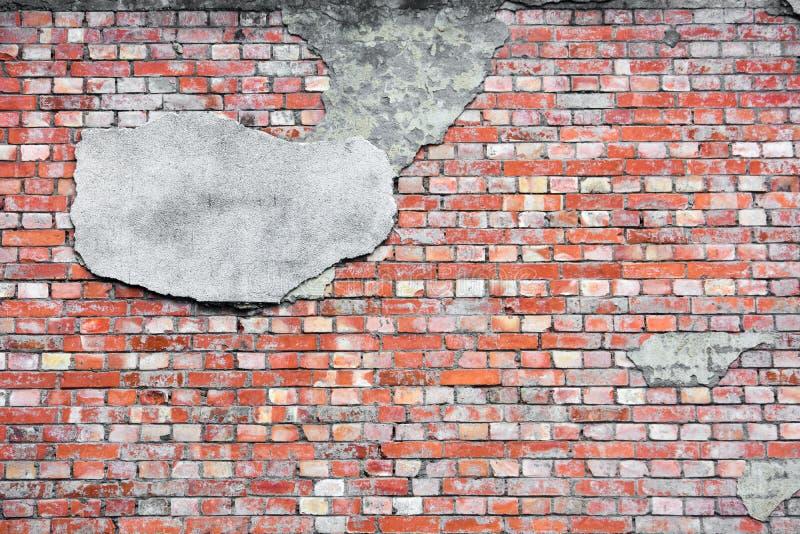 Textura da parede de tijolo vermelho com fundo concreto rachado da camada do estuque fotos de stock