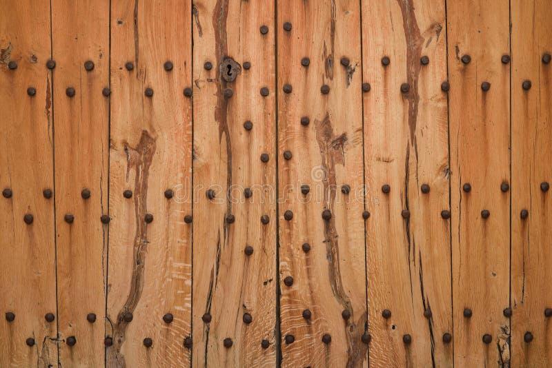 Textura da porta de madeira forte imagens de stock