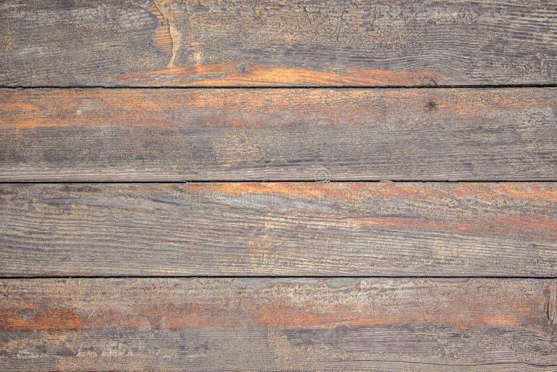 Textura das placas de madeira velhas com traços de pintura alaranjada limpada fotografia de stock royalty free