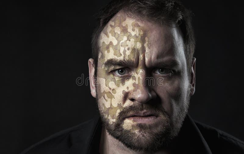 Textura de Camo na cara do homem imagem de stock
