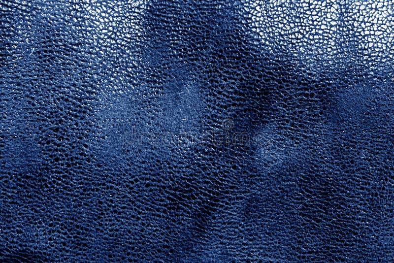 Textura de couro na cor azul fotografia de stock