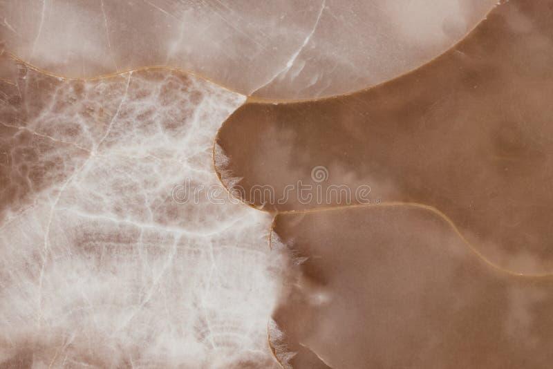 A textura de creme da pedra da ágata do mel, fecha-se acima da superfície translúcida de pedra preciosa da ágata foto de stock royalty free