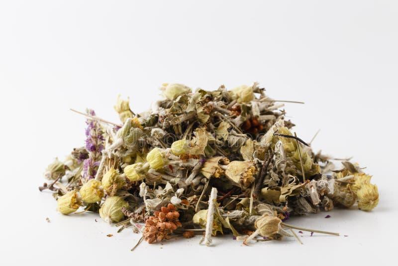Textura de la infusi?n de hierbas seca con la menta, la fresa y las rebanadas de lim?n imagen de archivo