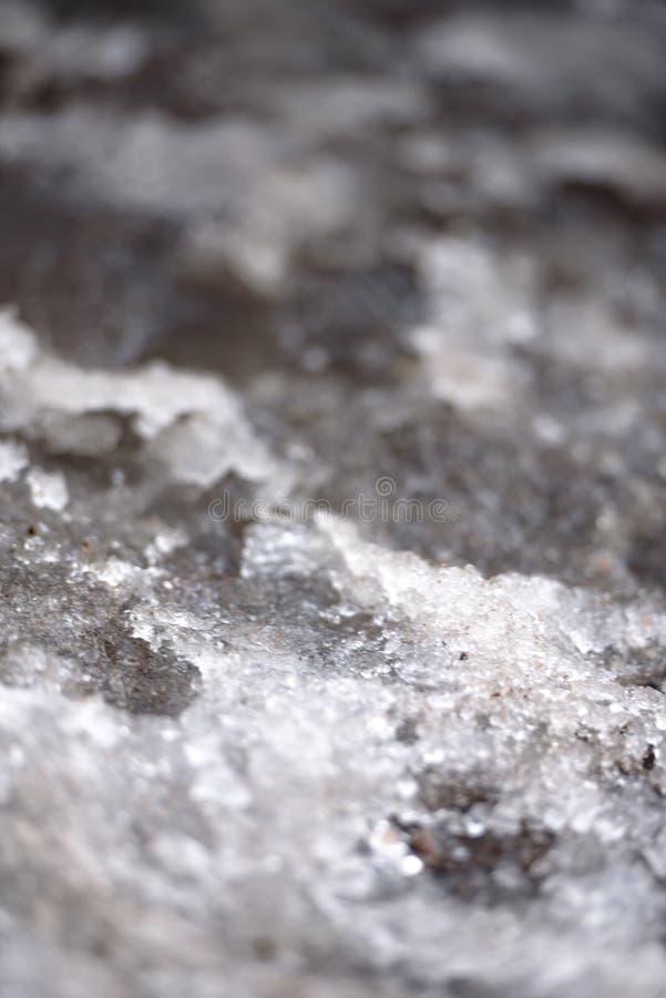 Textura de la nieve de fusión en el pavimento fotografía de archivo