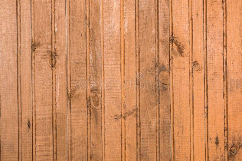 Textura de la pared hecha de los paneles de madera verticales naturales imagenes de archivo