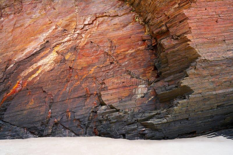 Textura de la piedra de la pizarra en los catedrales Ribadeo de los las de Playa imagen de archivo