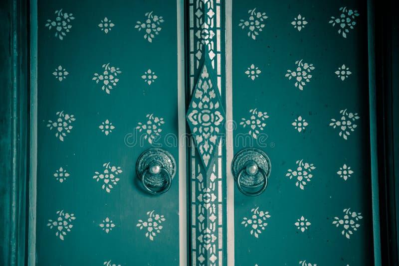 Textura de la puerta del templo fotografía de archivo