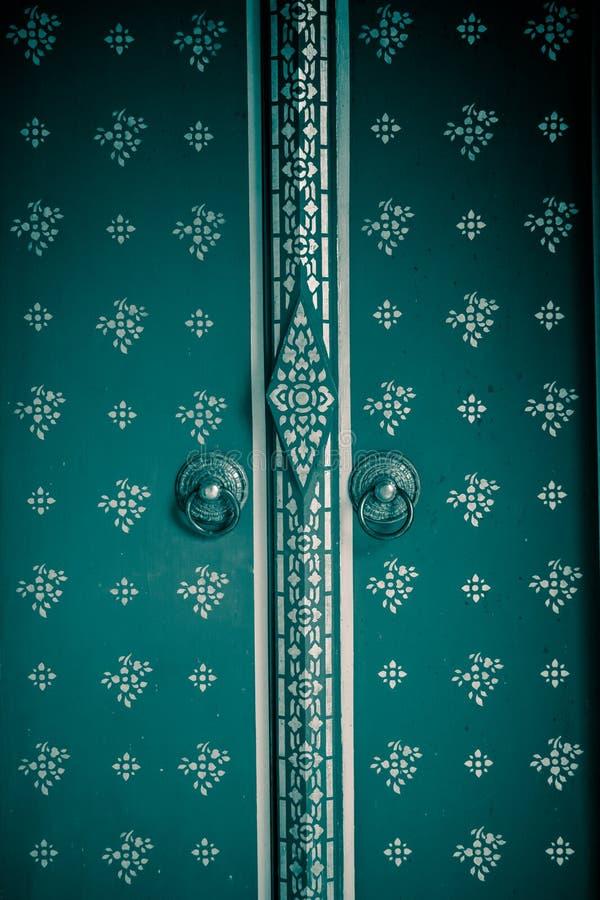 Textura de la puerta del templo fotos de archivo