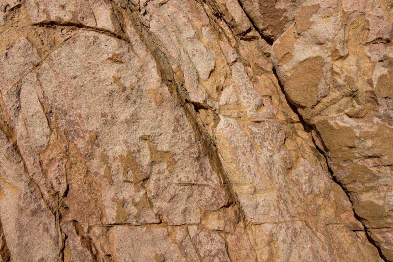 Textura de la superficie de la piedra del fondo de la roca de Brown imagen de archivo libre de regalías