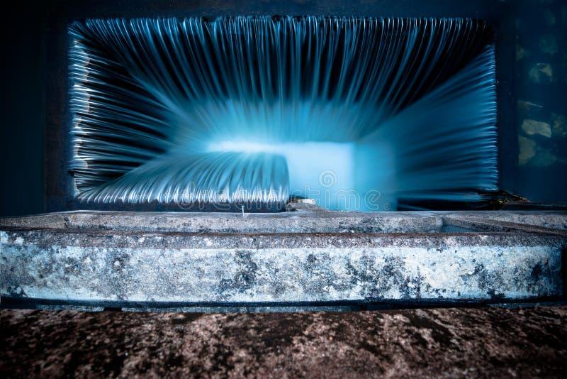 Textura de las rayas del agua del vertedero directamente arriba fotografía de archivo