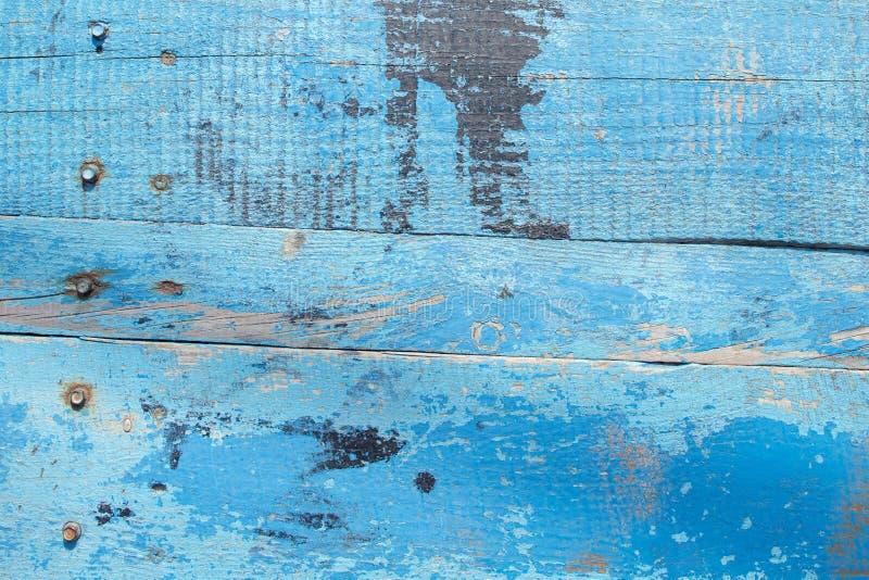 Textura de madeira do entabuamento da parede do celeiro azul A pintura descascou a madeira resistida suja imagens de stock