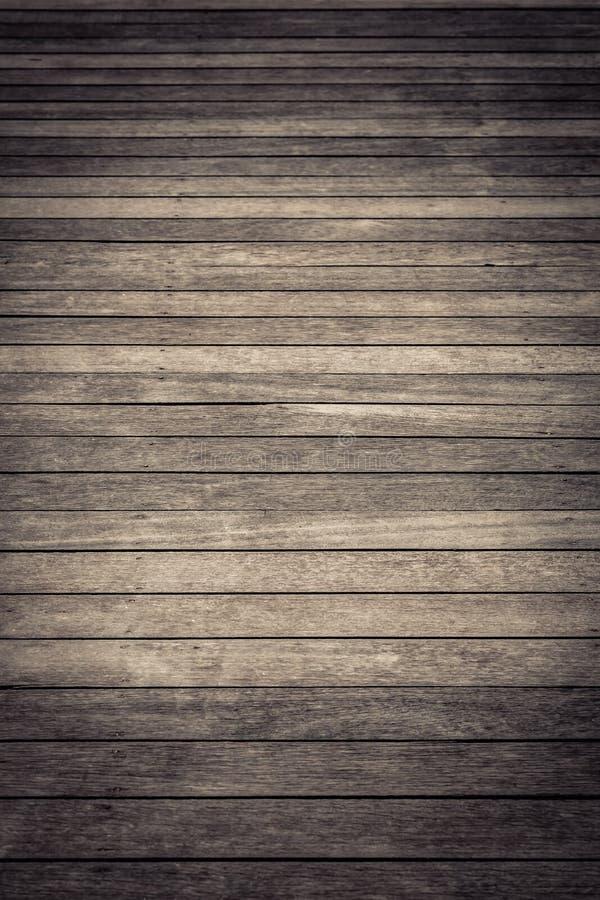Textura de madeira do marrom escuro com fundo natural do teste padrão listrado imagem de stock