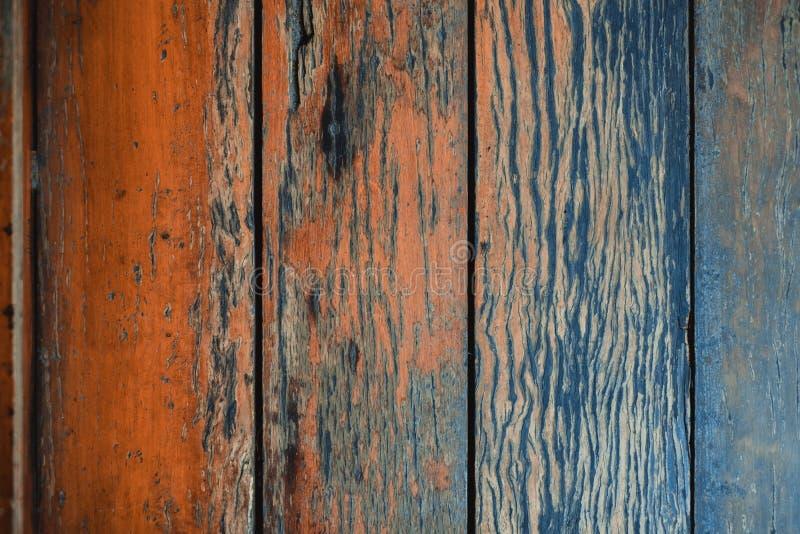 Textura de madeira do marrom escuro com fundo natural do teste padr?o listrado foto de stock royalty free