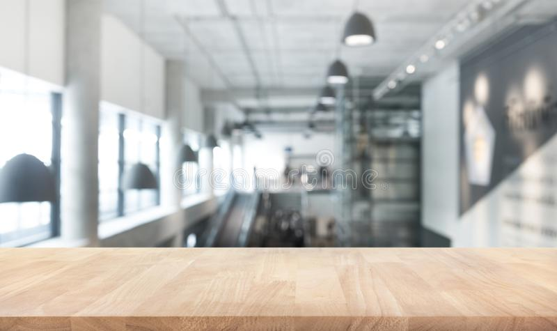 Textura de madeira do tampo da mesa salão moderno/contemporâneo do borrão da construção fotografia de stock