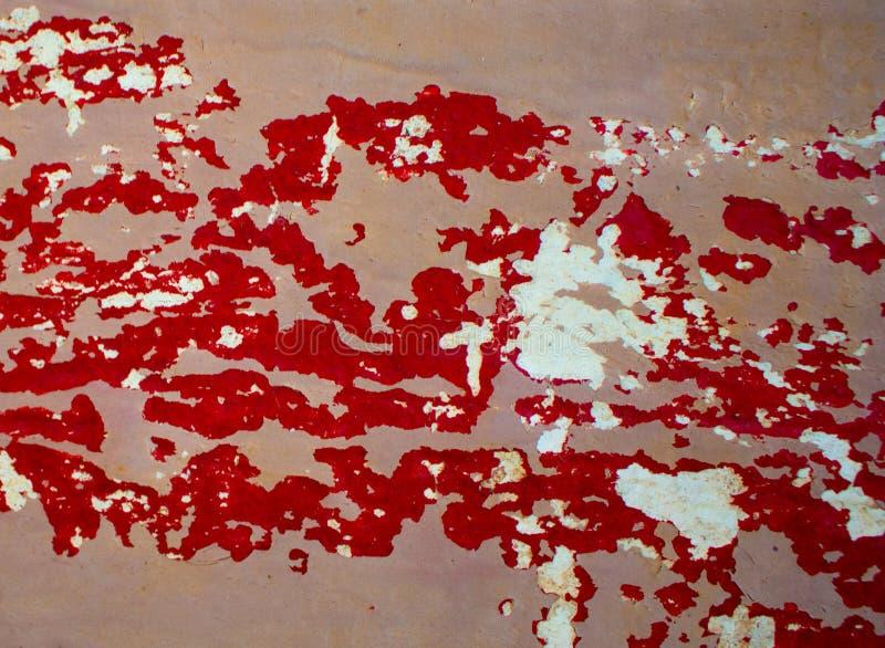 Textura de madeira pintada suja para o contexto Vermelho e pinturas riscadas bege imagens de stock royalty free