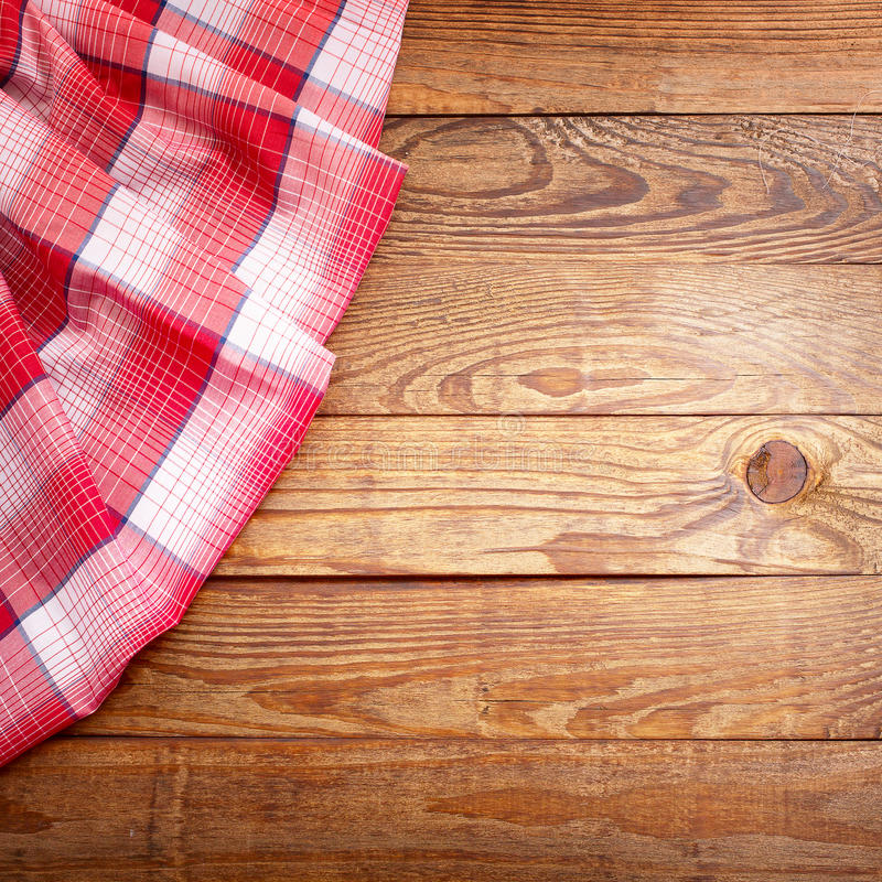 Textura de madeira, tabela de madeira com opinião superior da tartã vermelha da toalha de mesa fotografia de stock