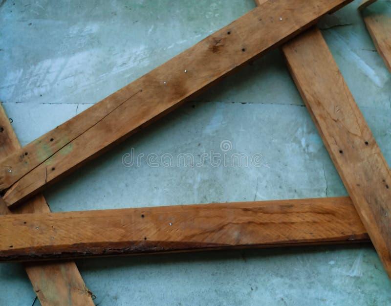 Textura de madera del fondo del mit del muro de cemento de color claro de tableros de madera lisos, estorbada y pintada con edad fotos de archivo