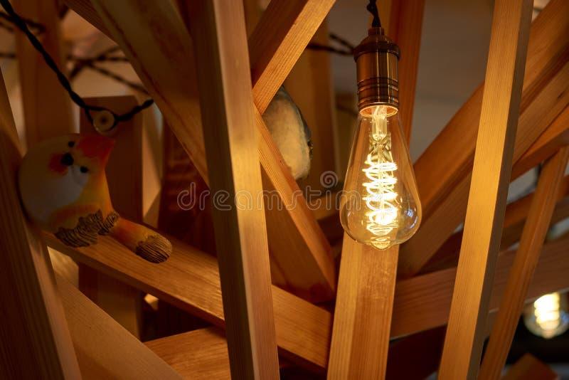 Textura de madera de la visión con el modelo de la lámpara y del pájaro y del fondo y el espacio abstracto del uso del diseño int fotos de archivo