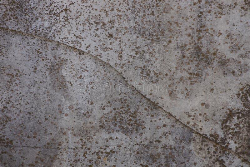 Textura de pedra cinzenta do muro de cimento sujo com quebra imagem de stock royalty free