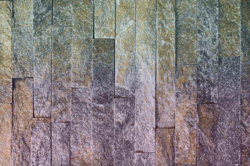 Textura de pedra dos tijolos do quartzito natural alaranjado gasto agradável para o uso do fundo fotografia de stock royalty free