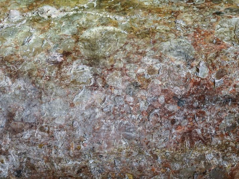 Textura de piedra, superficie del mármol de la pared del edificio viejo en colores marrones fotos de archivo