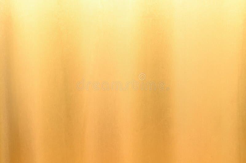Textura de seda de la tela para el fondo del oro fotos de archivo