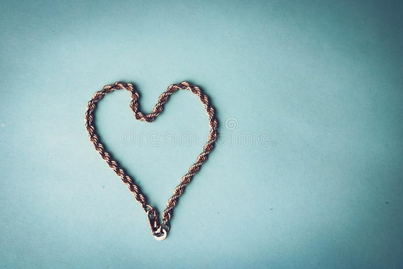 Textura de uma cara corrente festiva dourada bonita do weavi original foto de stock
