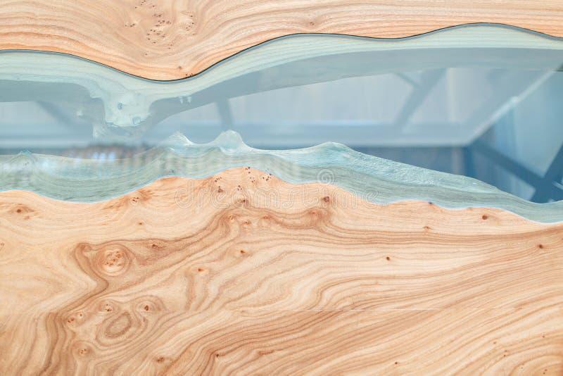 Textura de uma tabela de madeira com resina de cola Epoxy Vista superior da madeira para o fundo fotos de stock royalty free