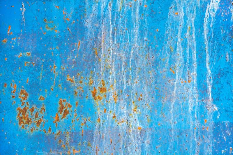 Textura de una pared azul del metal viejo con el moho, rasguños, grietas, manchas fotografía de archivo