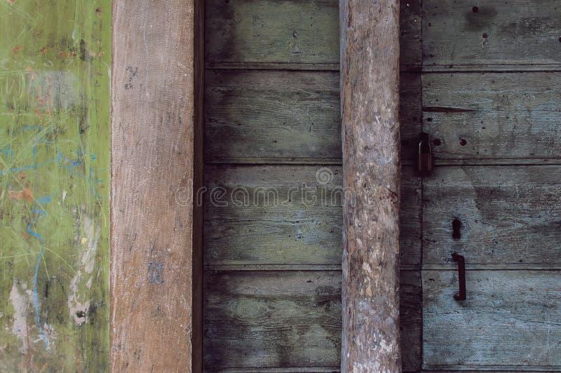 Textura de una vieja puerta principal imagenes de archivo