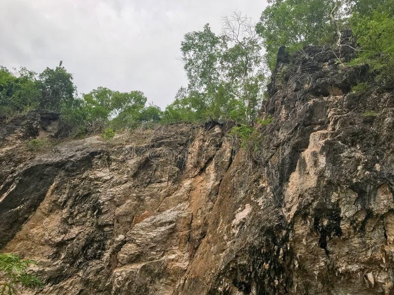 Textura del acantilado en el valle de la montaña en Phatthalung, Tailandia fotografía de archivo