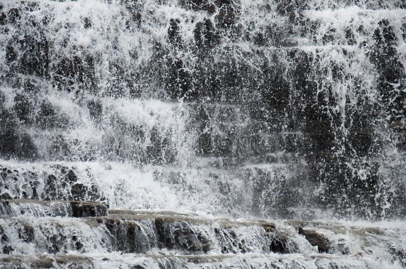 Textura del agua de las cascadas de la cascada del bosque imagen de archivo libre de regalías