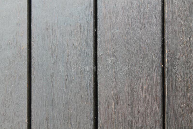 Textura del fondo del decking de madera con los tablones paralelos con huecos imagenes de archivo