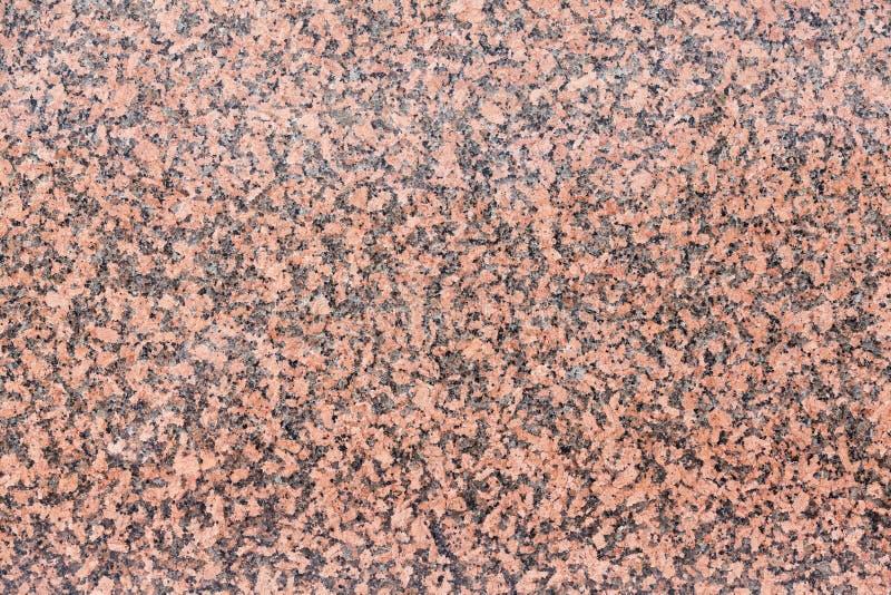 Textura del fondo del granito de color rosa oscuro en una losa pulida fotografía de archivo libre de regalías