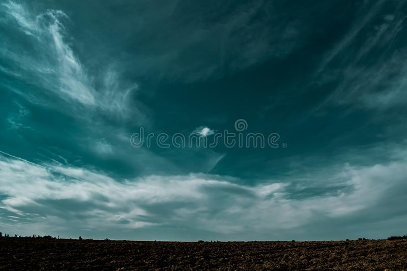 Textura del fondo natural, natural, brillante y de los ricos Cielo con las nubes Tiempo caliente imagenes de archivo