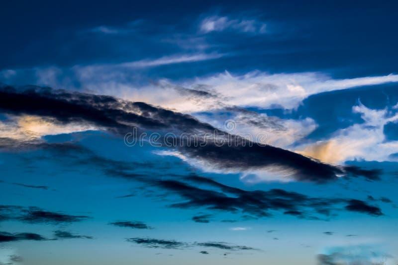 Textura del fondo natural, natural, brillante y de los ricos Cielo con las nubes Tiempo caliente fotos de archivo libres de regalías