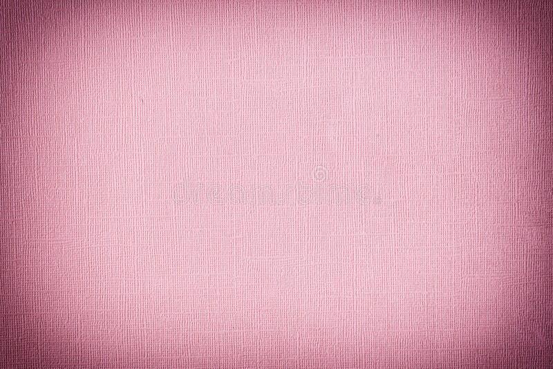 Textura del papel rosado oscuro con desigualdad y el primer grabado en relieve Fondo en blanco para las disposiciones foto de archivo libre de regalías