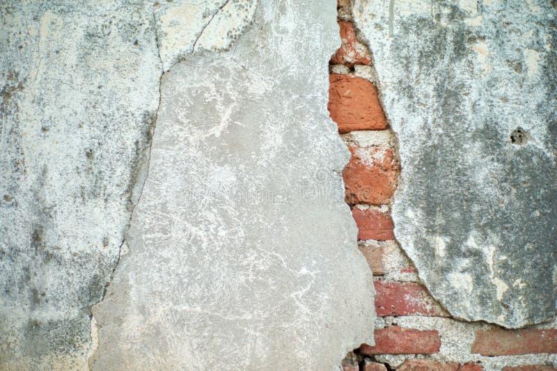 Textura del vintage y fondo abstractos de la grieta y de la superficie enyesada rota del cemento en la pared del ladrillo imágenes de archivo libres de regalías