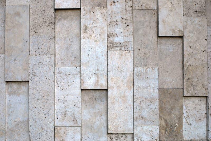 Textura desigual natural de la pared de piedra del material poroso de los colores beige de la escala imagen de archivo