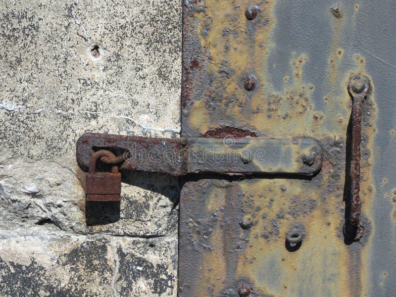 Textura do detalhe de Rusty Antique Metal Door Lock fotos de stock