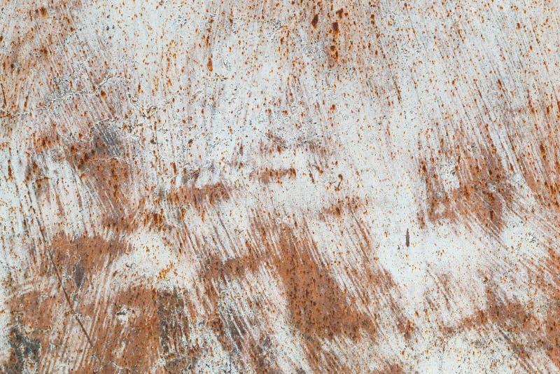 Textura do ferro oxidado, pintura rachada em uma superfície metálica velha, folha do metal oxidado com pintura rachada e flocoso, imagens de stock royalty free