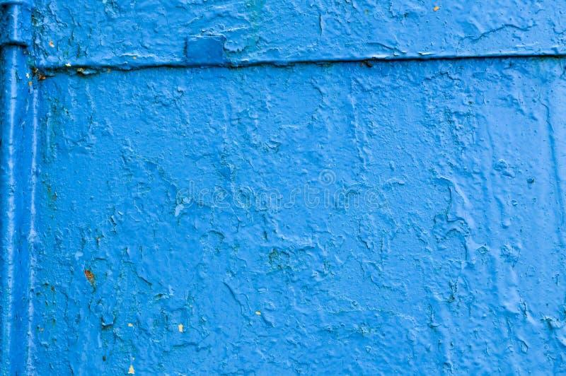 A textura do metal do ferro pintou a parede antiga rachada riscada gasto velha gasto da folha de metal da pintura azul O fundo fotografia de stock royalty free